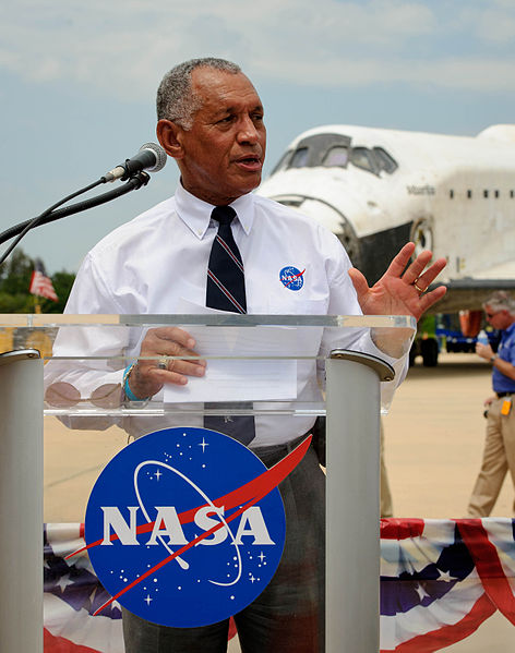 472px-Charles_Bolden_speaks_at_STS-135_wheels_stop_event_ Paul Alers NASA