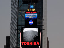 The Toshiba Vision screen in Times Square displays images from NASA's Curiosity rover on Mars. Image credit: Toshiba
